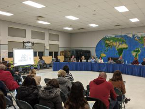 The Hamilton-Wenham School Committee and members of school administration hear comments from community members on the school budget.  From Left to Right: Gene Lee, Michelle Horgan, David Polito, Michelle Bailey, Julie Kukenberger, Vincent Leone, Stacey Metternick, 和 Peter Wolczik. Not pictured but present: Tai Pryjma.
